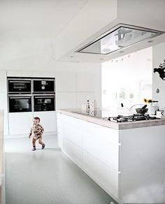 Những năm gần đây phong cách mở được kiến trúc sư, thiết kế khai thác triệt để, chúng không còn là công trình phụ với những quan niệm chắp vá mà thay vào đó bếp đã trở thành đề tài nóng hổi, thôi thúc ra nhiều ý tưởng tìm ra nhiều phong cách thiết kế đem đến nét riêng cho không gian bếp. Vậy phong cách mở là gì? Tại sao chúng cần khai thác triệt để phong cách này để làm mới không gian sống trong ngôi nhà? Hãy cùng nhau khám phá.>>>>