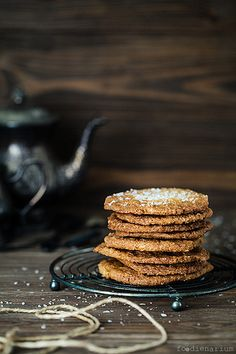 Thin and Crispy Coconut Cookies