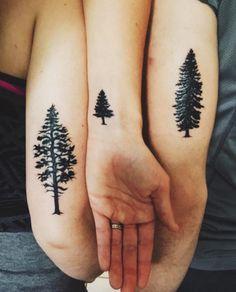 drei Geschwister die Tattoo von Baum haben, je älter, desto höher der Baum Tattoo für Geschwister