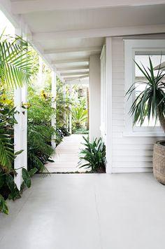 super Ideas for house exterior new zealand outdoor spaces Interior Exterior, Exterior Colors, Exterior Paint, Exterior Design, Exterior Cladding, Casa Pizza, Weatherboard House, Queenslander, Pintura Exterior