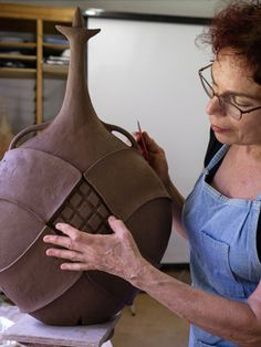 Avital Sheffer is a ceramicist working on the coast of New South Wales, Australia, who creates anthropomorphic and architectural earthenware vessels which engage with the multi-faceted nature of Middle Eastern cultures, history and design. Ceramic Techniques, Pottery Techniques, Pottery Sculpture, Sculpture Clay, Glazes For Pottery, Ceramic Pottery, Ceramic Pinch Pots, Pottery Designs, Pottery Ideas