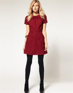 Женское платье с накладными карманами