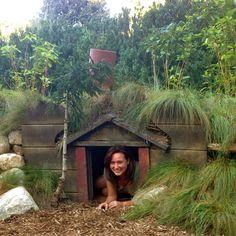 DIY: How to Make A Hobbit House (In Your Garden) —studio 'g' garden design and landscape inspiration and ideas Studio G, Garden Design & Landscape Inspiration-- would make a really cool dog house! Fairy Houses, Dog Houses, Play Houses, Hobbit Houses, Build A Playhouse, Playhouse Outdoor, Casa Dos Hobbits, Hobbit Garden, Outdoor Movie Nights