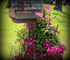 I love the way the flowers grow up around the mailbox Mailbox Garden, Mailbox Landscaping, Low Maintenance Landscaping, Modern Farmhouse Exterior, Dream House Exterior, Curb Appeal, Landscape Design, Outdoor Decor, Plants