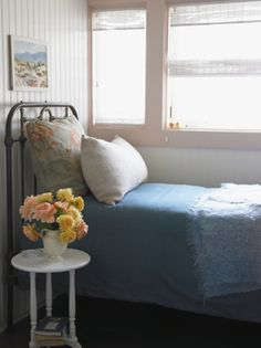 I like... I want an old bed like this.