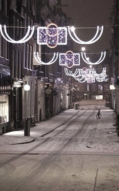 Christmas lights in Amsterdam, Netherlands (by Bracie&Bryan on Flickr)