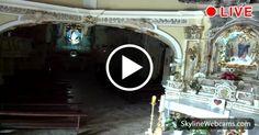 Hermosa vista del interior del santuario en Cava de 'Tirreni