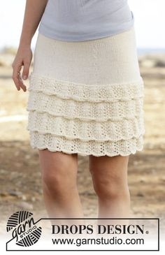 """Knitted DROPS skirt with flounce in wave pattern in """"Cotton Merino"""". Size S-XXXL. ~ DROPS Design"""