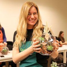 Küçük bir bahçesi olmalı insanın, baktıkça kalbini yeşerten... 7 Ocak Terrarium Atölye kayıtlarımız devam ediyor. Bilgi almak için: 0216 445 4652 ya da info@cicekakademi.com #terrarium #terrariumworkshop #teraryumatolyesi #çiçek #çiçektasarımı #flowerschool #cicekcilikegitimi #çiçek