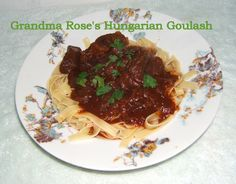 My grandma's recipe for Hungarian Goulash, so delicious and perfect for cold winter days. Goulash Recipes, Meat Recipes, Pasta Recipes, Dinner Recipes, Healthy Recipes, Dinner Ideas, Recipe For Hungarian Goulash, Hungarian Recipes, Gourmet