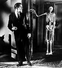10 Great Vincent Price Films Every Horror Fan Should See Ghost Movies, Scary Movies, Old Movies, Retro Horror, Vintage Horror, Gothic Horror, Vincent Price, House On Haunted Hill, Francois Truffaut