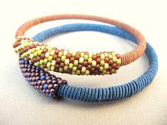la bella joya - tutorial - small peyote tube around a bangle.  #seed #bead #tutorial