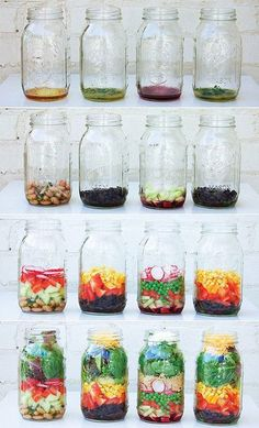 DIY How to Pack a Mason Jar Salad.Image and how-to from Julia Mirabella: Mason Jar Salads and More: 50 Layered Lunches to Grab and Go. For an easy infographic on how to pack a mason jar salad, check out this one out from eat within your means. Mason Jar Lunch, Mason Jar Meals, Meals In A Jar, Mason Jars, Pot Mason, Healthy Salads, Healthy Eating, Healthy Recipes, Salad In A Jar