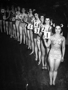 Beauty Contest Miss Pageant, Big Forehead, Beauty Contest, Spa Party, I Love To Laugh, Vintage Style Dresses, Beauty Pageant, Beauty Queens, My Hair