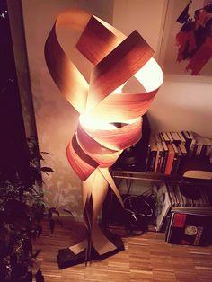 Stehlampe aus Furnier