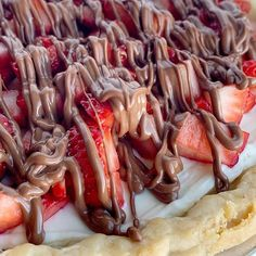 Strawberry Cream Pie in a flaky pie crust, sweet creamy layer, fresh strawberries, and a milk chocolate drizzle. Easy to make and so delicious. Pickle Pasta Salad Recipe, Pasta Salad Recipes, Pie Recipes, Chicken Recipes, Dessert Recipes, Cooking Recipes, Recipe Pasta, Family Recipes, Strawberry Cream Pies