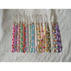 Gargantilla Daisy elaborada con cuentas de cristal de colores. Ajustable. 16 modelos a elegir. Cada modelo de collar tiene una longitud diferente. Si deseas otra longitud, escríbela en el apartado de personalización. Si deseas seguimiento de tu pedido, añade en el carrito de compra el producto Seed Bead Jewelry, Bead Jewellery, Cute Jewelry, Jewelry Crafts, Beaded Jewelry, Fimo Ring, Ring Armband, Cute Friendship Bracelets, Handmade Wire Jewelry