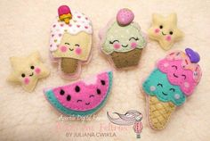 Digital Kawaii Handout - Felt Art by Juliana Cwikla Source by geisnera. Felt Crafts Diy, Felt Diy, Felt Crafts Dolls, Felt Patterns, Stuffed Toys Patterns, Felt Keychain, Felt Cupcakes, Felt Play Food, Felt Decorations