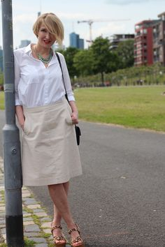 a fashion blog for women over 40 and mature women Blouse: Dorothee Schumacher Skirt: Boden Clothing Sandals: Ugg Australia Bag: Chloé