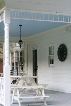 """Pretty & Practical: The History of """"Haint Blue"""" Porch Ceilings. All southerners know your porch ceiling should be blue. Or for me, aqua. Interior Exterior, Exterior Paint, Outdoor Spaces, Indoor Outdoor, Outdoor Decor, Outdoor Ideas, Outdoor Living, Haint Blue Porch Ceiling, Old Country Houses"""