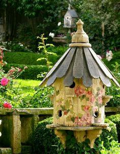 Bird House in the Garden~Cottage Garden. Beautiful Birds, Beautiful Gardens, Pretty Birds, House Beautiful, Beautiful Images, Birdhouse Designs, Birdhouse Ideas, Unique Birdhouses, Birdhouse Post