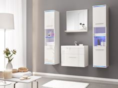 Badkamer Deluxe uitgevoerd in de kleuren wit / hoogglans wit voorzien van RGB LED verlichting