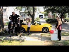 À l'occasion de la finale du championnat de football américain, Chevrolet signe un spot publicitaire pour vanter les mérites de sa légendaire Camaro. Hilarant.