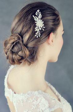 Hřebínek do vlasů Lotus / Zboží prodejce Samodiva Bridal Hair Accessories, Lotus, Bride, Beauty, Fashion, Wedding Bride, Moda, Lotus Flower, Bridal