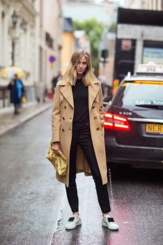 Hair: simple, shoulder length, cut. Undone. Natural texture and wave. | Carolines Mode | StockholmStreetStyle