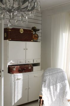 Hygge, Country Living, Antique Furniture, Cottages, Vintage Antiques, Sweet Home, Kitchen Cabinets, Base, Inspiration