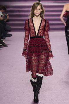 #PhilosophydiLorenzoSerafini  #fashion  #Koshchenets Philosophy di Lorenzo Serafini Fall 2016 Ready-to-Wear Collection Photos - Vogue