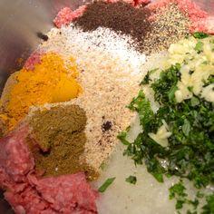 Shish Kabobs, Beef Kabobs, Bbq Skewers, Kebabs, Beef Kabob Recipes, Grilling Recipes, Persian Kebab Recipe, Persian Recipes, Turkish Recipes