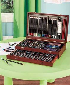 Your budding artist will be creating amazing works of art in no time with this 142-Pc. Wooden Art Set.