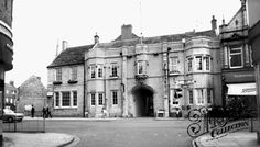 Grantham, Angel and Royal Hotel Gin, Places To See, Steampunk, Louvre, Angel, Mansions, Street, House Styles, Building
