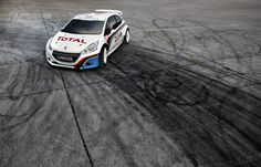 Sebastien Loeb goes to Pikes Peak with a Peugeot 208 T16 !