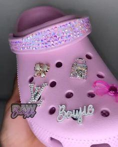 Fly Shoes, Swag Shoes, Crocs Shoes, Shoes Sneakers, Crocs Fashion, Fashion Shoes, Cool Crocs, Designer Crocs, Friend Application