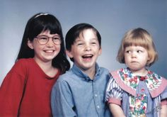 15 Awkward Sibling Photos--Smile ... or Not--One of these kids is not like the others.