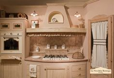 Cucina country: cucina in muratura Rhonda Avorio – L'Artigia – Kitchenware Home Decor Kitchen, Rustic Kitchen, Country Kitchen, Interior Design Living Room, Kitchen Design, Shabby Home, Shed Homes, Kitchen Models, Beautiful Kitchens