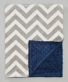 Soft to the touch and snuggle-worthy, this dreamy blanket will cuddle Baby in the luxury of plush minky. Boasting lively zigzag on one side, its playful dotted texture on the other side is perfect for little hands to explore.