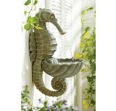 Outdoor seahorse fountain - adorable!