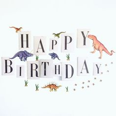 男の子ママ必見!恐竜テーマのパーティーアイディアを一挙ご紹介♪ | ARCH DAYS Half Birthday, Baby First Birthday, 4th Birthday Parties, Birthday Garland, Birthday Party Decorations, Dinosaur Party, Dinosaur Birthday, Baby Event, Anniversary Photos