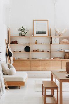Objectif gain de place : une maison plus spacieuse - Côté Maison Design Living Room, Home Living Room, Living Room Decor, Bedroom Decor, Bedroom Ideas, Shelving In Living Room, Ikea Bedroom, Bedroom Shelving, Cosy Bedroom