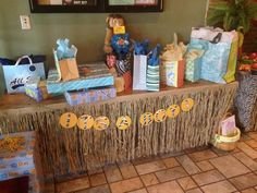 Baby shower Jungle themed gift table