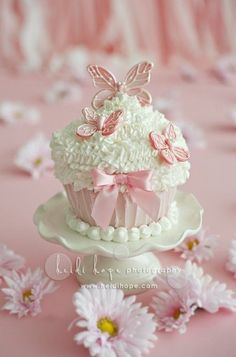 Adorable pink and white cupcakes with little butterflies!!