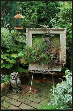'Art' in the garden..repurposed frame