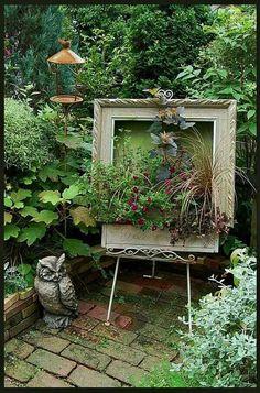 'Art' in the garden..repurposed frame