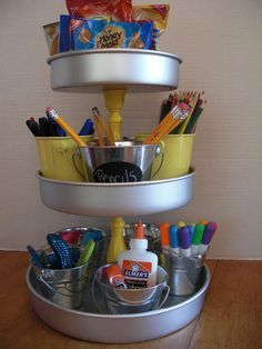You can make a homework caddy using pie tins and candlesticks. Dollar Store Hacks, Dollar Stores, Dollar Dollar, Dollar Tree Decor, Dollar Tree Crafts, Diy Utile, Homework Caddy, Homework Station, Crafts