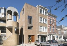 Dutch architecture firm Architectuur Maken built a new house in Rotterdam using bricks made from rubble in an effort to divert construction waste from landfill. Brick Architecture, Interior Architecture, Rotterdam, Brick Projects, Construction Waste, Industrial Waste, Recycled Brick, Brick Facade, Amazing Street Art