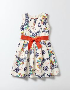 Perfect for a special occasion, our sweet dress is as smart as it is pretty. The linen and cotton style is fully lined, with a detachable ribbon and a zip at the back to make getting dressed easier. It even comes with a tutu petticoat for a fuller skirt.