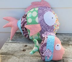fish by marisol Sewing Toys, Baby Sewing, Sewing Crafts, Sewing Projects, Fabric Toys, Fabric Crafts, Fabric Fish, Fish Pillow, Doll Toys